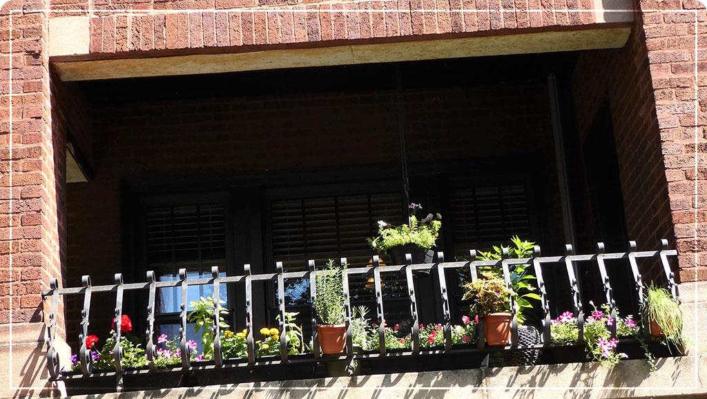 Кашпо на балкон